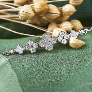 Lắc tay bạc Lucky Flower