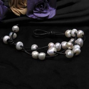 Vòng tay Love White Pearls
