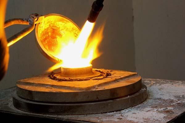 Giai đoạn phun cát, máy móc trong chế tạo trang sức