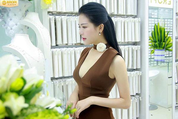 MC Nhã Uyên xinh đẹp trong những bộ trang sức độc đáo của Eropi Jewelry ngày khai trương