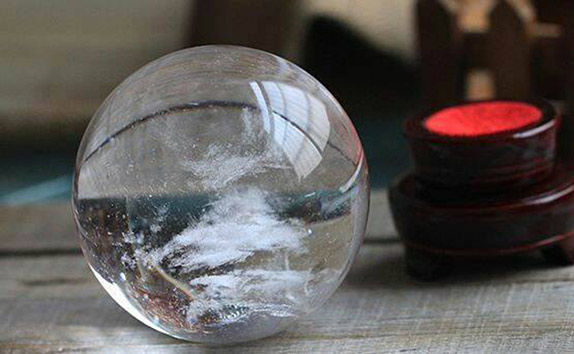 So với những viên đá được làm giả, đá công nghiệp với ngoại hình trau chuốt thì đá quý tự nhiên lại luôn có những ...