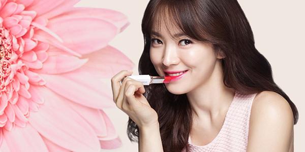 Song Hye Kyo - đẳng cấp sao lớn, diện hoa tai 700 triệu đồng đi dự sự kiện
