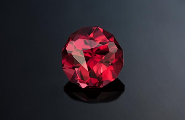 Tính chất vật lý đặc biệt của hồng ngọc