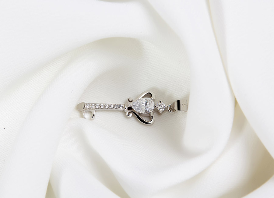 Chiếc chìa khóa mang thông điệp tình yêu nhiệm màu.