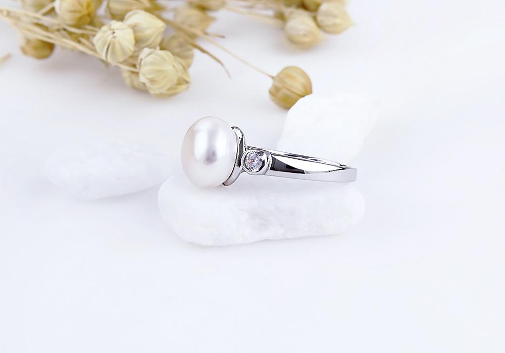 Thể hiện đẳng cấp phái đẹp với mẫu trang sức nhẫn bạc ngọc trai Naveeen.