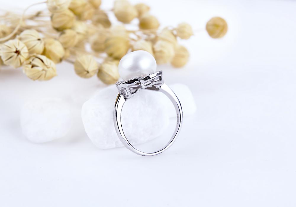 Nhẫn bạc Bastet Pearl tôn vinh vẻ đẹp của người phụ nữ Việt.