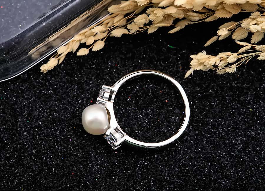 Charm Pearl dễ dàng để mix and marth với nhiều trang phục.