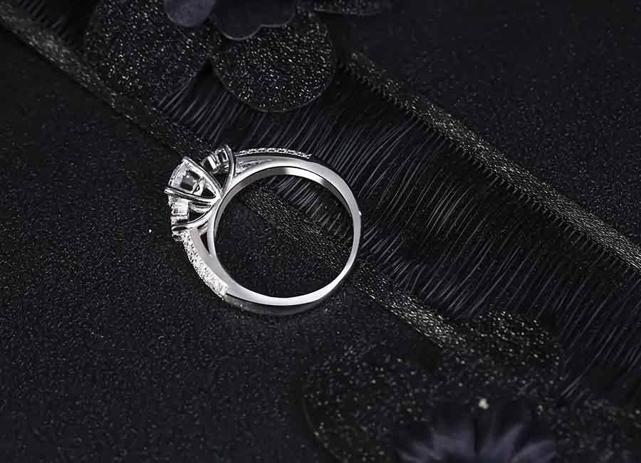 Nhẫn bạc Classic Style được lòng rất nhiều bạn gái.