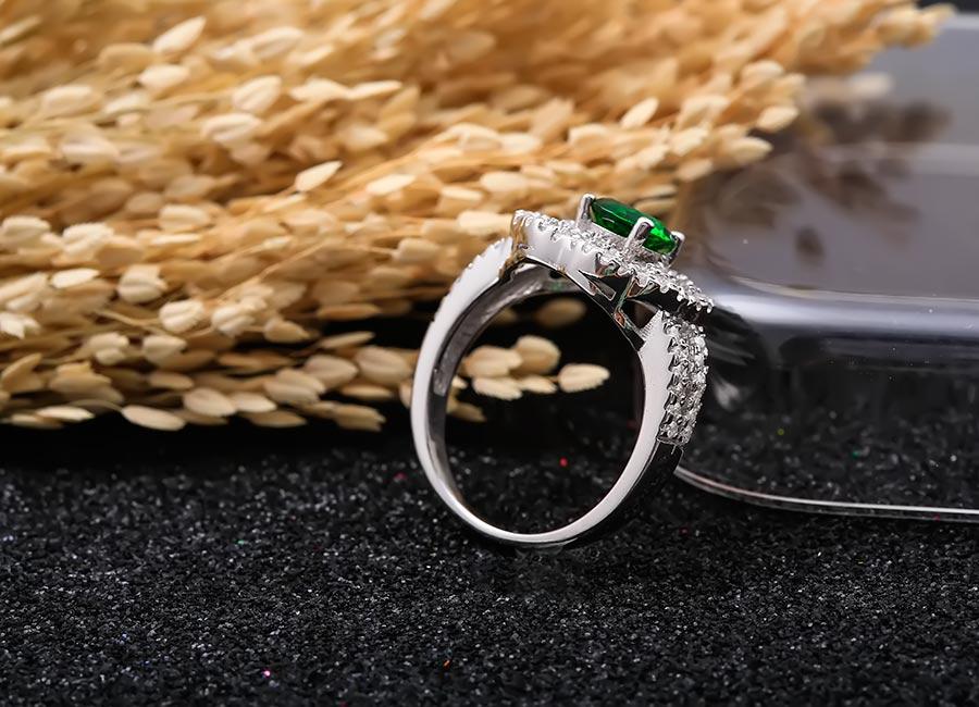 Nhẫn bạc Kim Lady vẫn giữ sự tối giản mà tinh tế trong thiết kế.