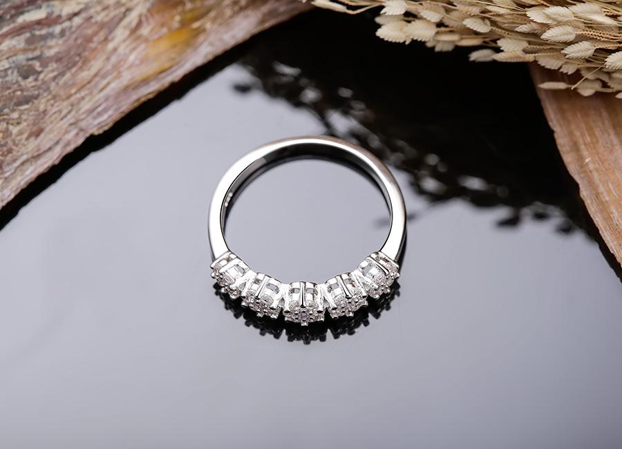 Nhẫn bạc Lavender là món quà mùa hè ngọt ngào của Eropi dành cho các bạn nữ.