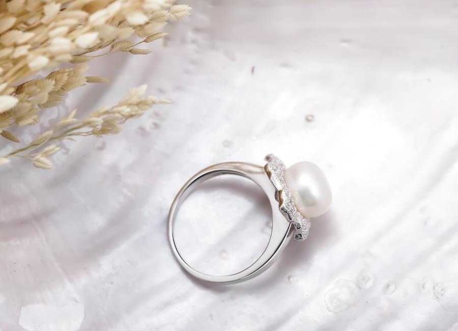 Sự thu hút đến từ ánh bạc Ý 925 với lớp xi mạ bạch kim cao cấp.