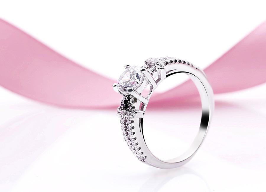 Chiếc nhẫn tinh tế trong từng chi tiết.