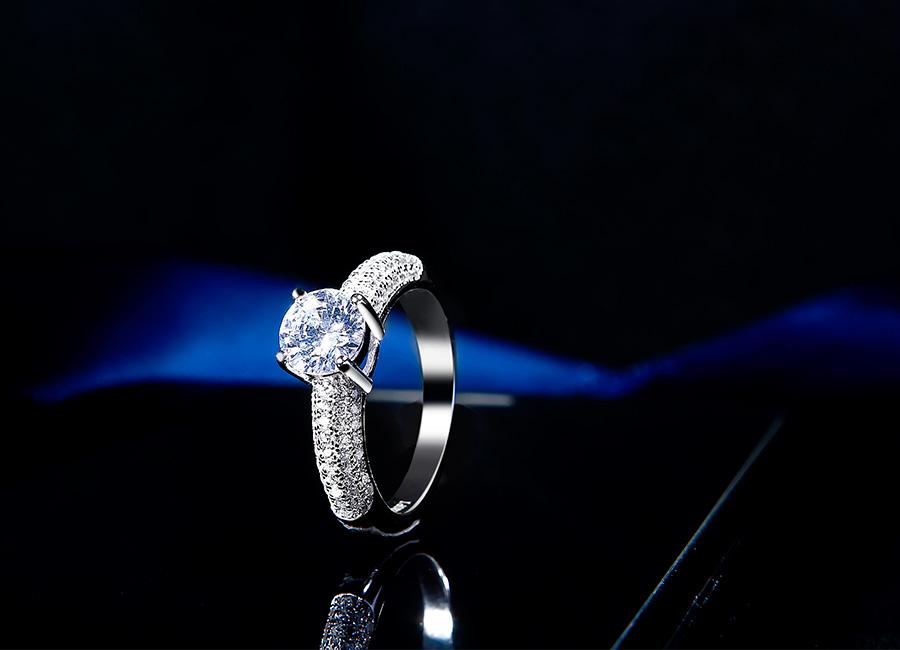 Vẻ đẹp vượt thời gian của mẫu nhẫn bạc Pure Love.