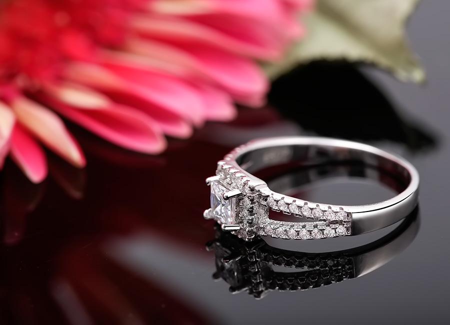 Nhẫn bạc Real Love mang thông điệp về tình yêu vĩnh cửu.