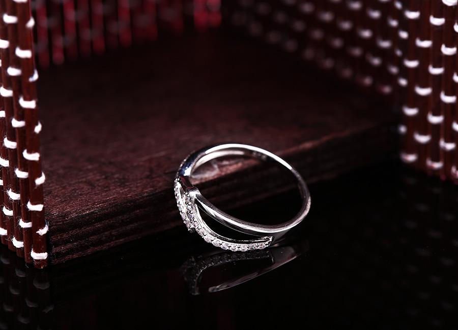 Chất lượng bạc Ý 925 siêu bền và sáng màu.