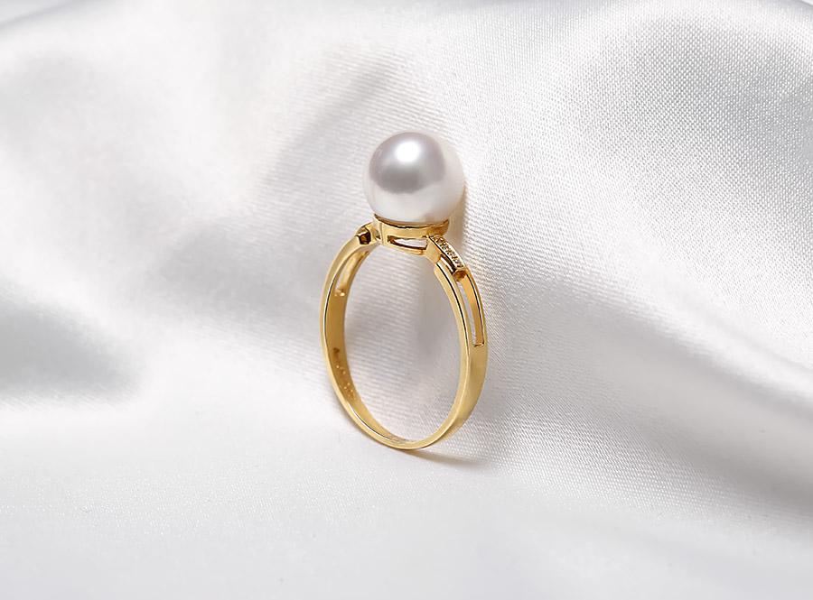 Nhẫn vàng 18k ngọc trai Akoya thật Tie 8.5-9mm đem lại nét sang cho chủ nhân.