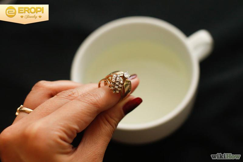 làm sạch trang sức có dính đá quý