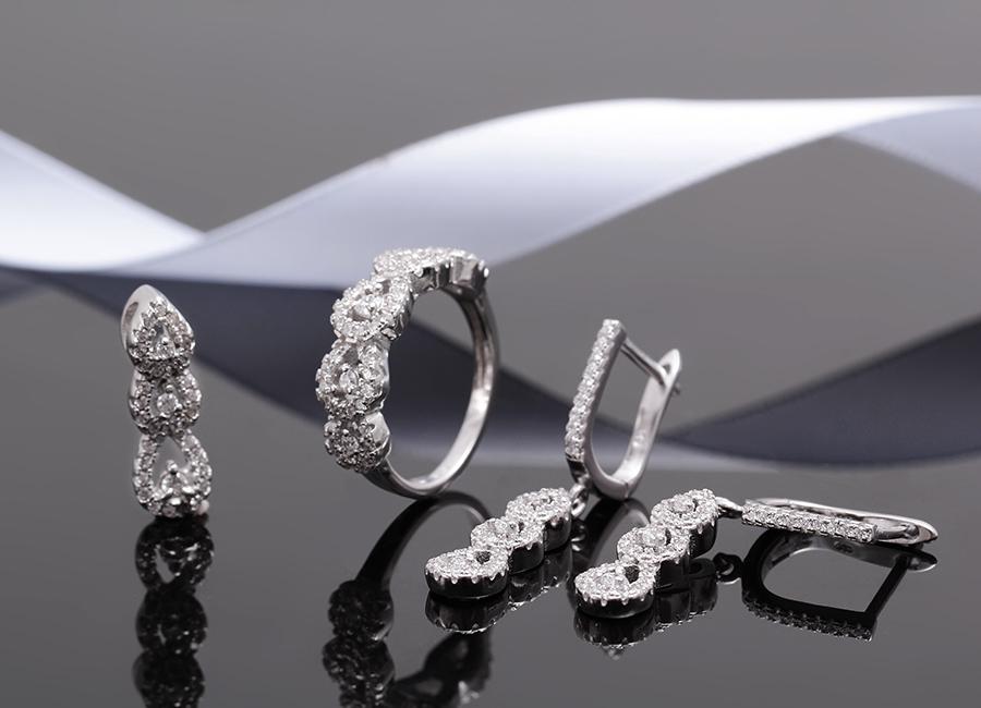 Vẻ đẹp tinh khôi của bộ trang sức bạc Dewdrop.
