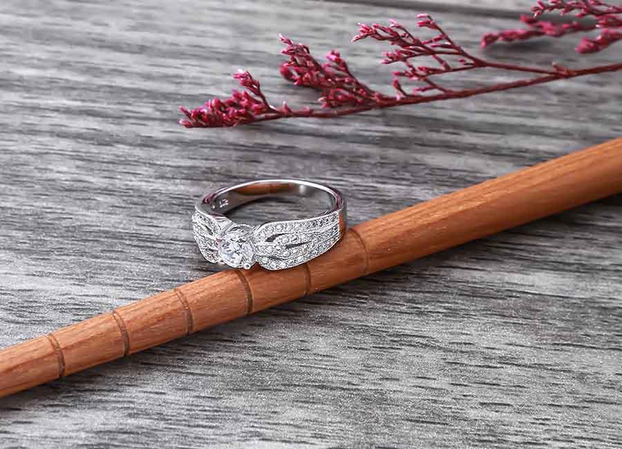 Chiếc nhẫn bạc tinh tế mà ai cũng muốn làm nữ chủ nhân.