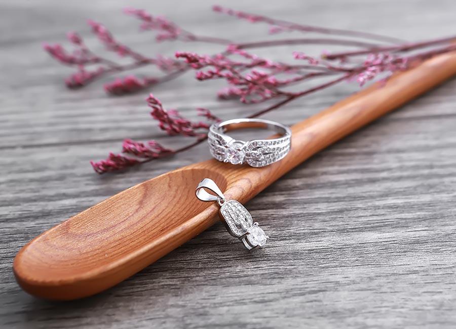 Sắc đẹp của món nữ trang sẵn sàng để chinh phục trái tim cô gái.