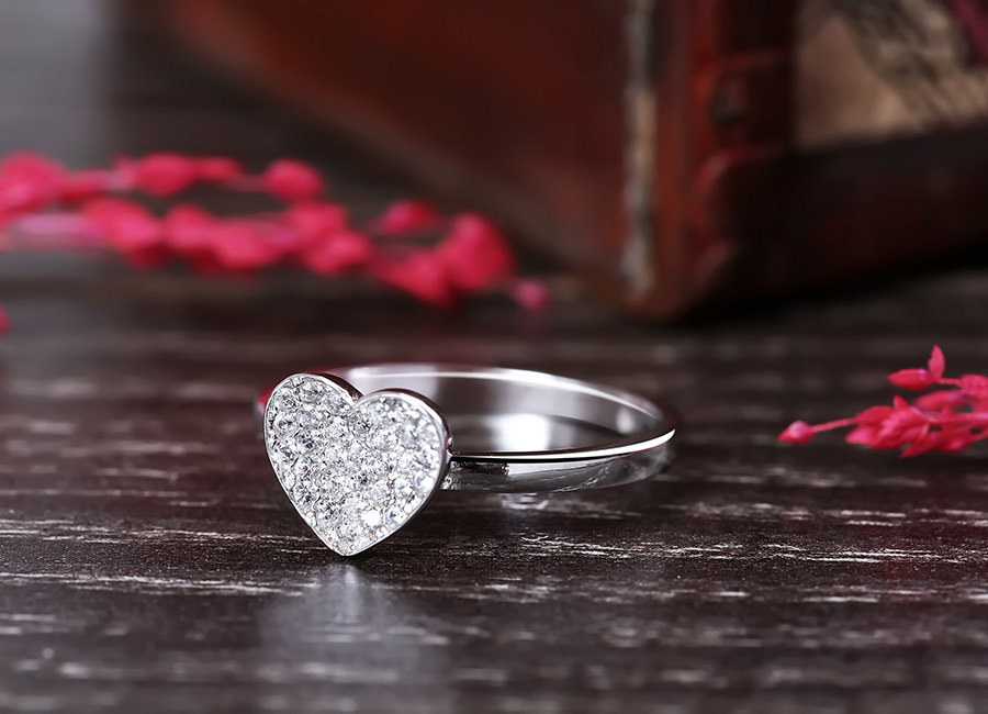 Nhẫn bạc trái tim cho cô gái nét đẹp duyên dáng.