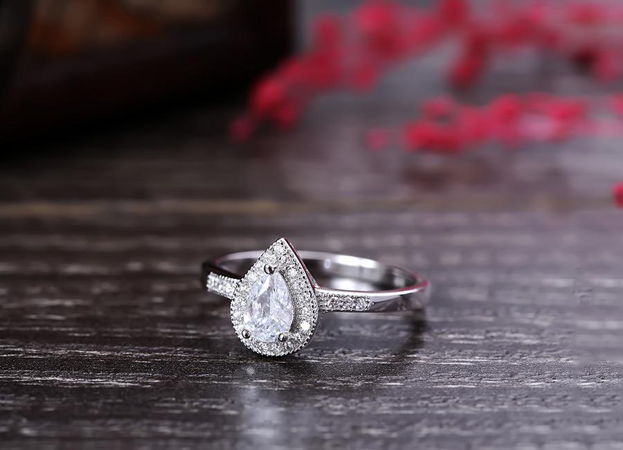 Chiếc nhẫn bạc điệu xinh hấp dẫn mọi cô gái.