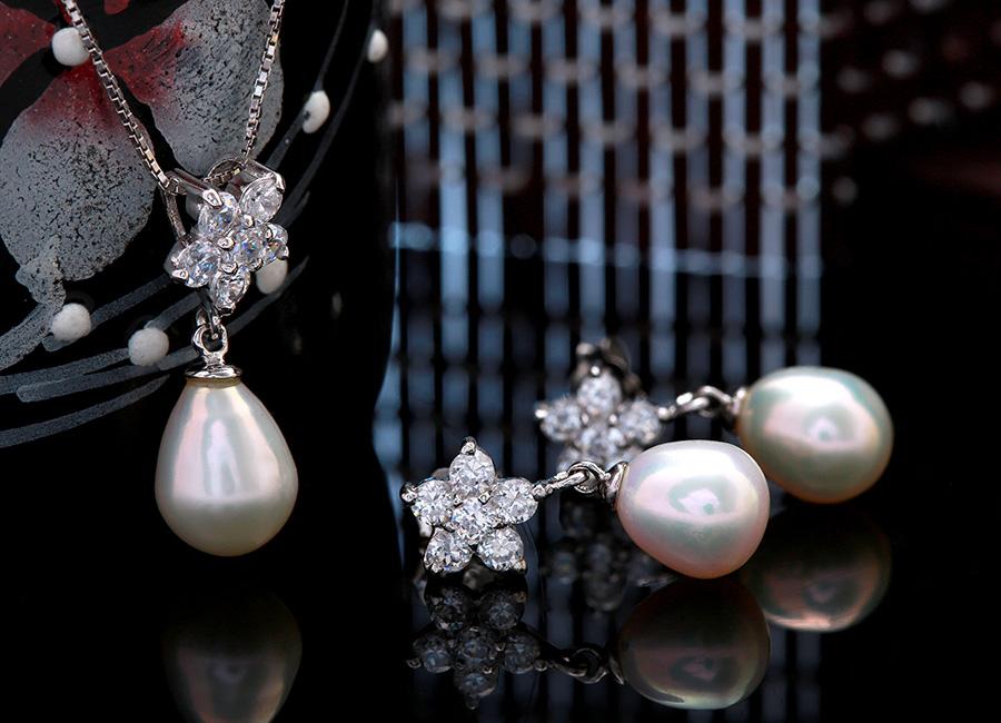 Gam màu sáng nổi bật trên trang sức bạc của Eropi.