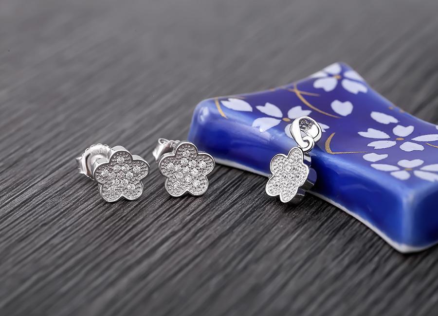 Bộ trang sức họa tiết hình bông hoa 5 cánh lấp lánh.