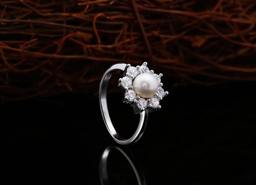 Chiếc nhẫn kiều diễm làm mọi cô gái phải say lòng.