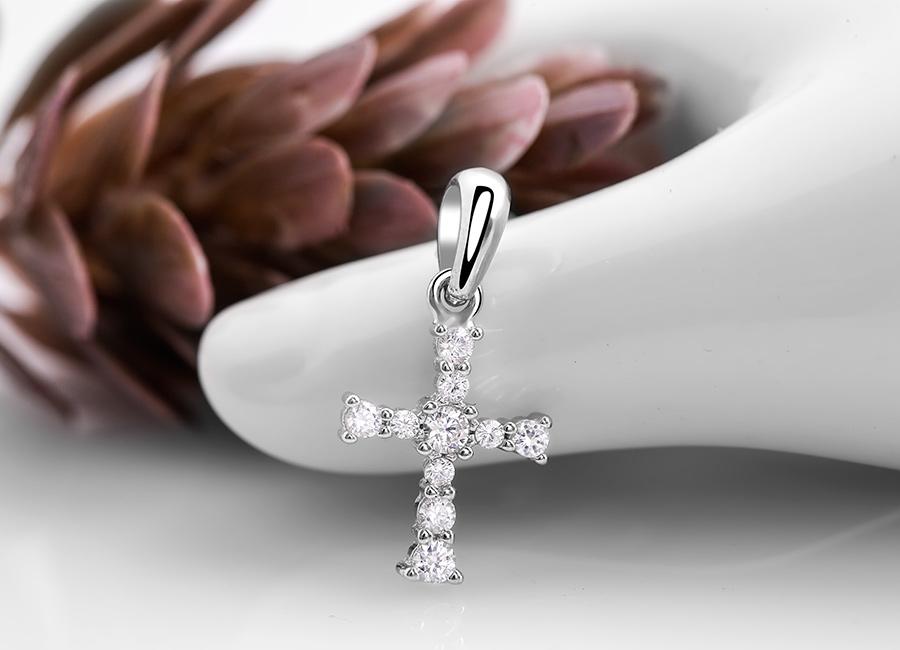 Mặt dây chuyền mang hình ảnh cây Thánh giá