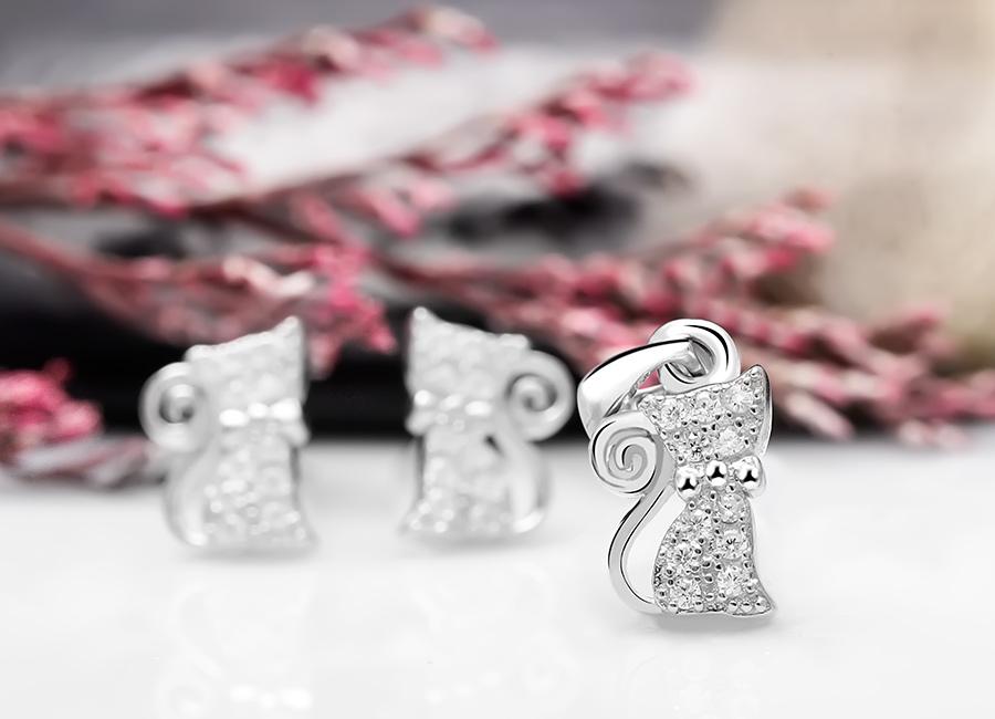 Chân dung bộ trang sức bạc The Cat đang được quý cô yêu thích.