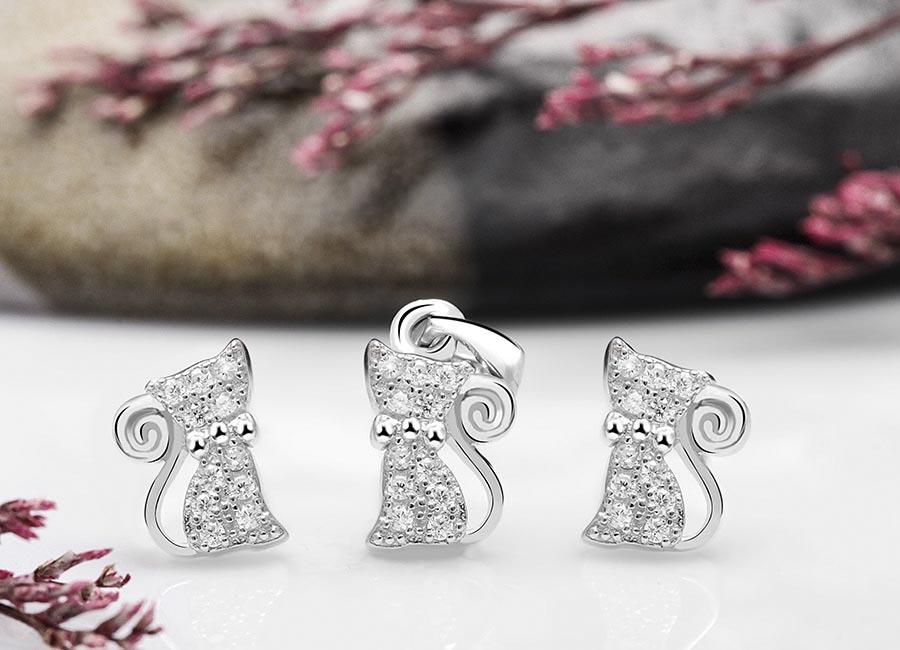 Mẫu trang sức bạc tạo hình động vật đang được yêu thích hiện nay.