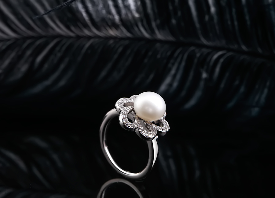 Chiếc nhẫn ngọc trai làm say lòng mọi cô gái.