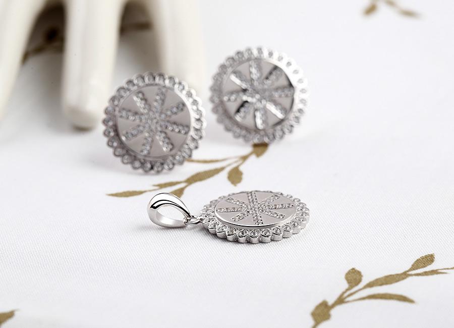 Sắc trắng của bạc Ý vô cùng đặc trưng và không thể nhầm lẫn.