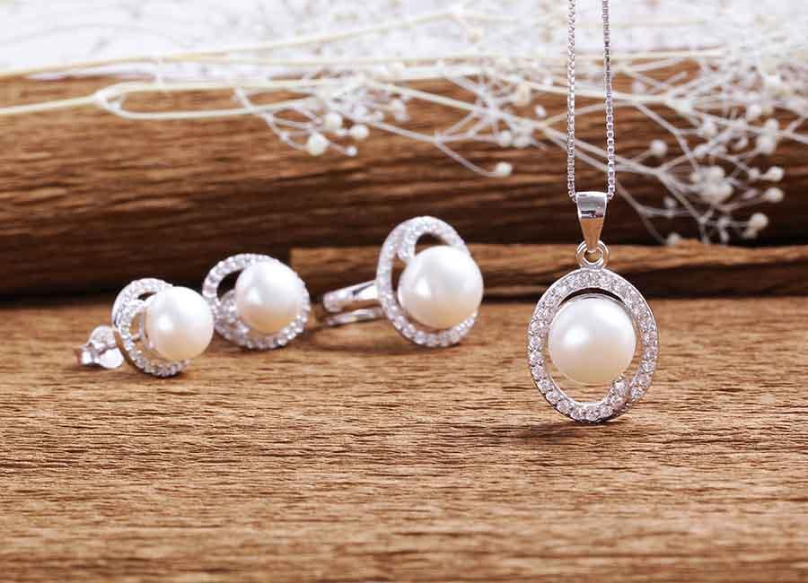 Bộ trang sức bạc Wonderful Pearl mang đến nét đẹp mặn mà, sang trọng và lịch thiệp cho người đeo.