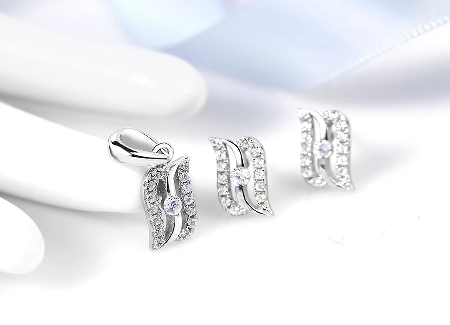 Bộ trang sức bạc So Happy là sự lựa chọn hoàn hảo chọn bạn gái yêu thích cái đẹp hài hòa.