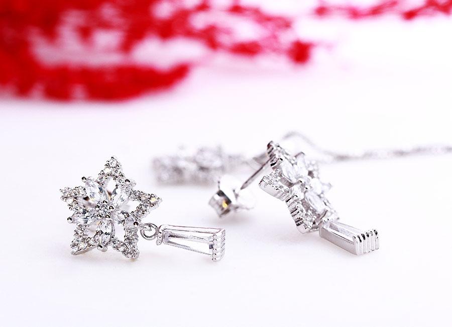 Sức cuốn hút của bộ trang sức bạc Star And Flower