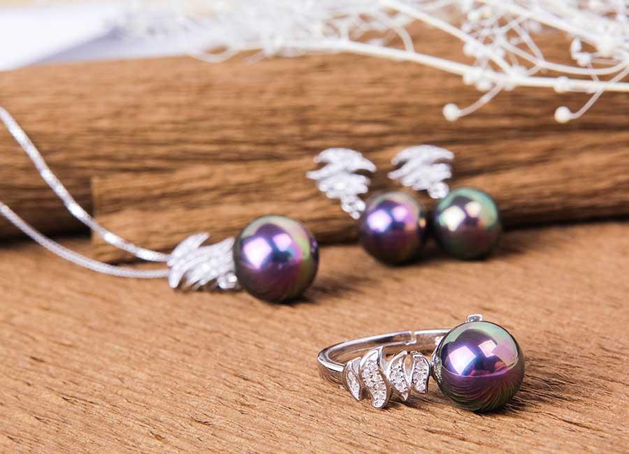 Bộ trang sức bạc Tiara Pearl nổi bật , dễ thu hút ánh nhìn.