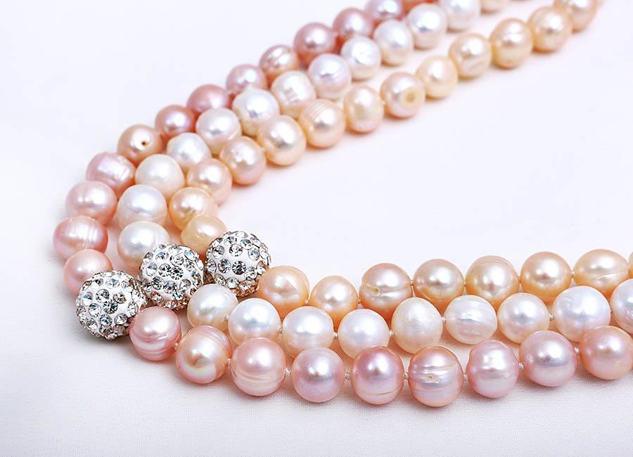 Ba gam màu hấp dẫn: hồng, trắng và cam.