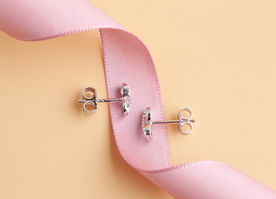 Mẫu trang sức được thiết kế dựa ý tưởng con số may mắn.