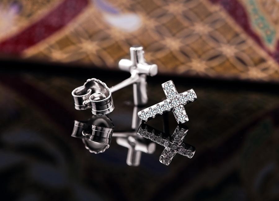 Mẫu trang sức bạc mang nhiều ý nghĩa cao đẹp.
