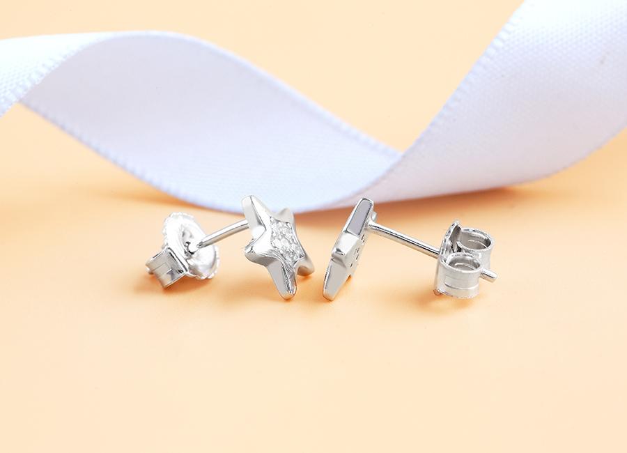 Eropi cung cấp cho bạn gái mẫu bông tai chế tác từ bạc Ý 925 chất lượng.