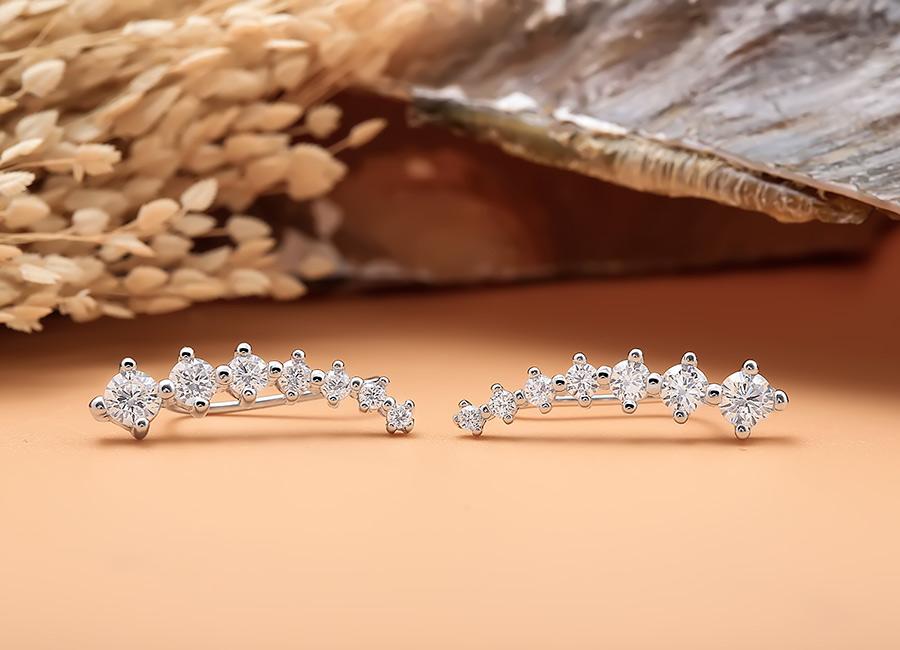 Mẫu trang sức sử dụng chất liệu bạc Italia 925 cao cấp và an toàn.