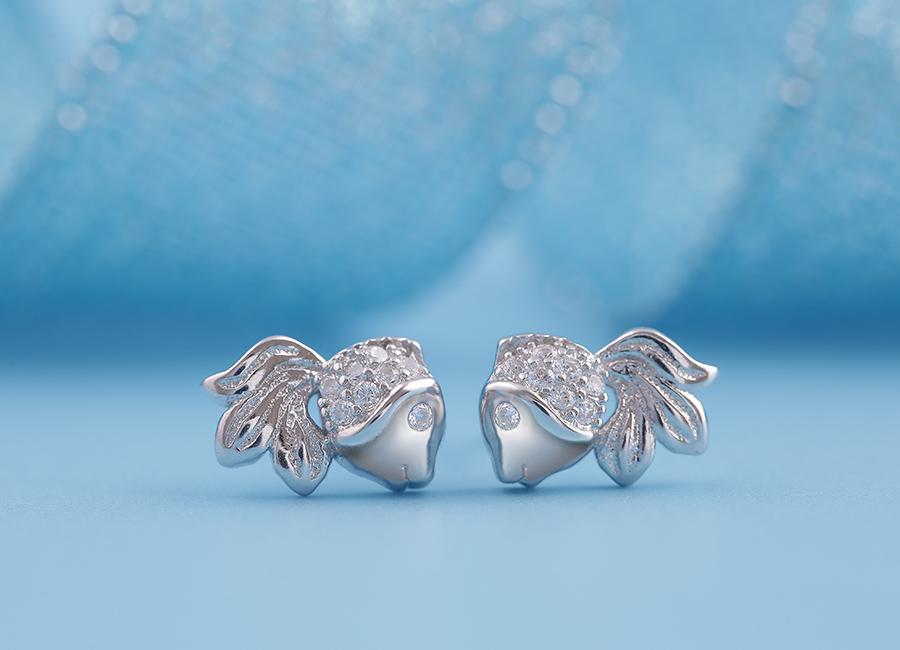 Trang sức bạc đẹp và sang trọng nên luôn là item được bạn gái tin dùng.