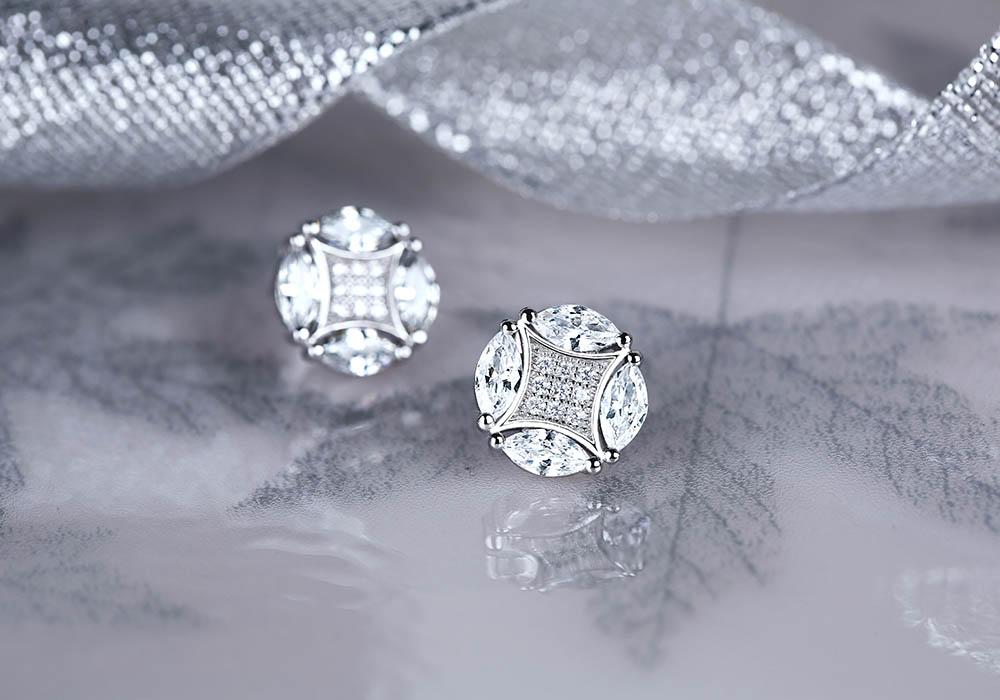 Bông tai được chế tác từ bạc Ý 925 phủ xi bạch kim