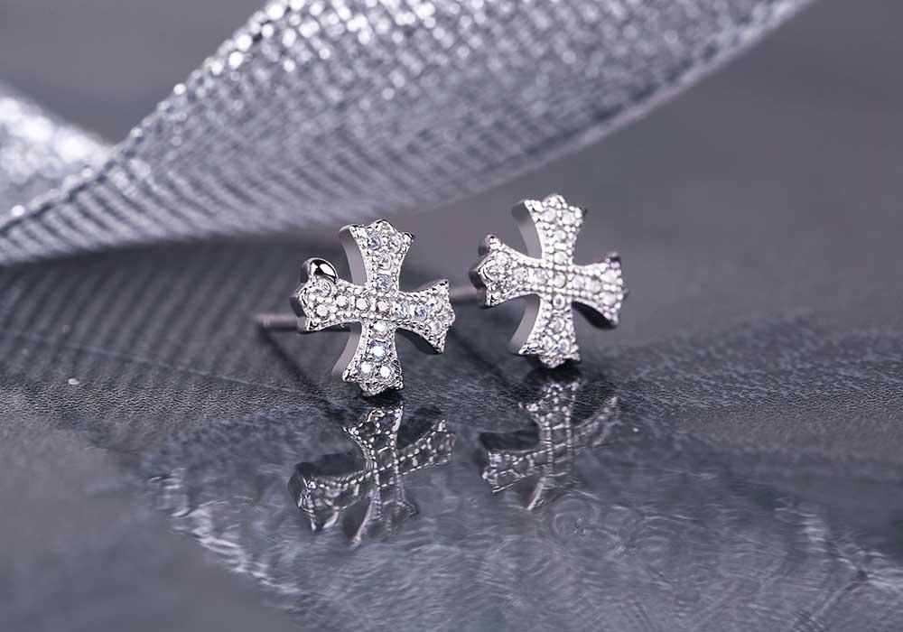 Dòng trang sức bạc của Eropi Jewelry luôn đẹp sắc sảo và bền bỉ với thời gian.