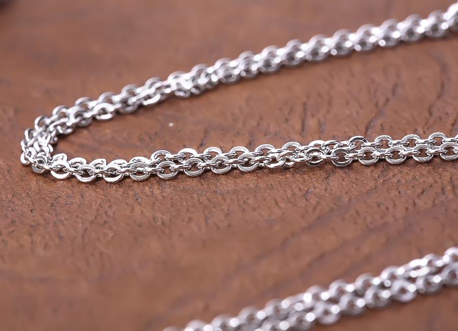 Dây chuyền bạc Ela Love thoải mái trong việc kết hợp với các kiểu mặt dây đeo.
