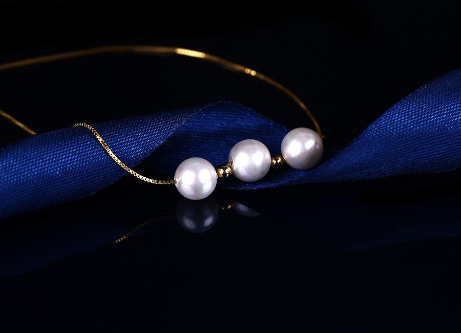 Mẫu dây chuyền bạc sở hữu lớp xi vàng đặc biệt bắt mắt.