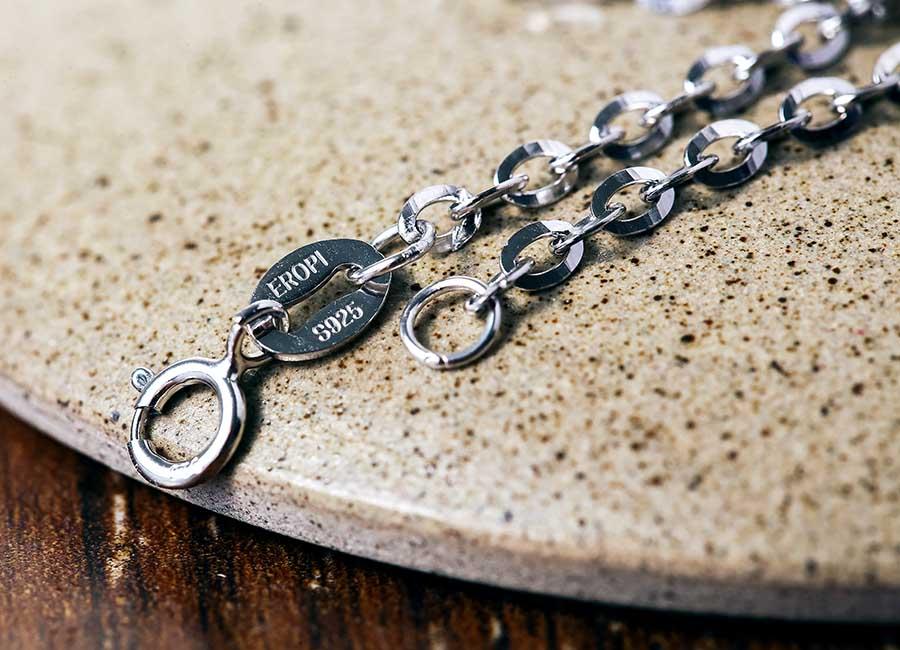 Sản phẩm dây chuyền trơn chế tác từ bạc Ý mang thương hiệu Eropi.