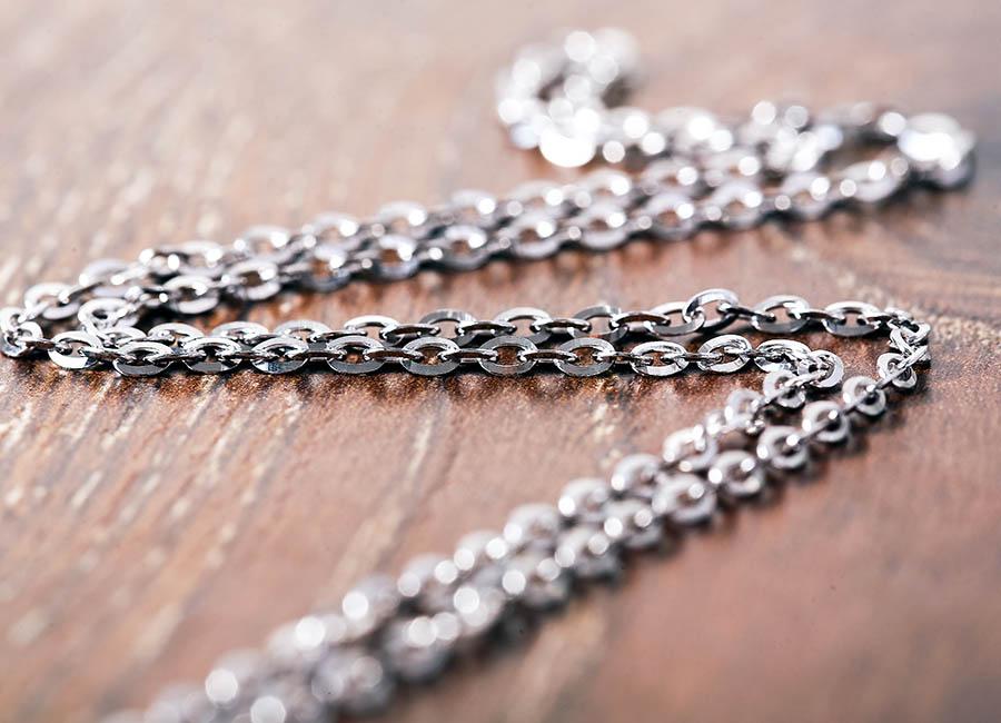 Mẫu dây chuyền dảng mảnh được phái đẹp yêu thích.